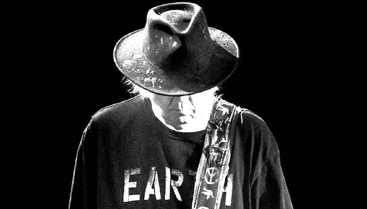 """نیل یانگ اطلاعات جدیدی از آلبوم جدید خود """"Earth"""" منتشر کرد"""