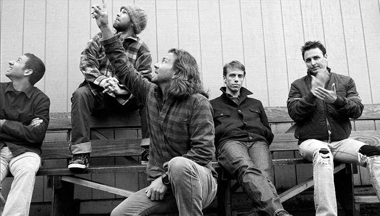 پرل جم با اعضای گروه خود به در فستیوال موسیقی Jazz پیوست