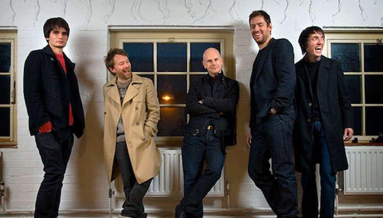"""طرفداران گروه Radiohead بروشوری عجیب با عنوان """"Burn the Witch"""" دریافت کردند"""
