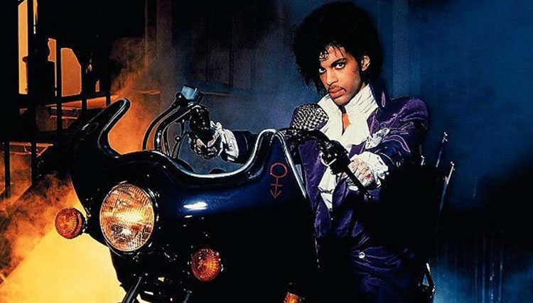 ژاکت و پیراهن Prince در اجرای Purple Rain هر کدام بیش از ۷۰ هزار پوند فروخته شدند