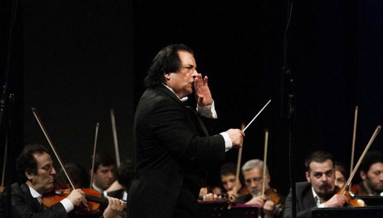 ارکستر دولتی آنتالیا از علی رهبری تجلیل کرد