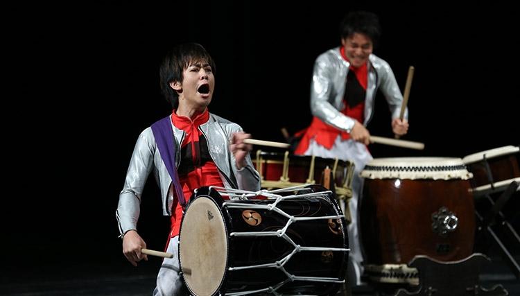 اجرای موسیقی با سازهای سنتی ژاپن در تالار وحدت