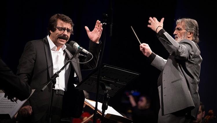 ارکستر ملی بار دیگر به خوانندگی علیرضا افتخاری روی صحنه رفت