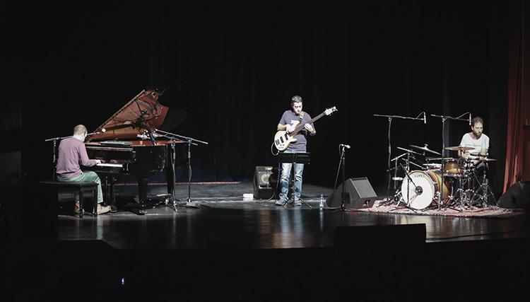 اجرای گروه هوشیار خیام و آرشید آذرین در «شبهای جز»