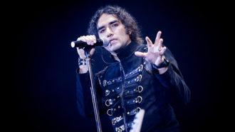 رضا یزدانی برای همدردی با زلزلهزدگان انتشار آلبومش را به تعویق انداخت