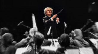 ارکستر سمفونیک تهران به رهبری شهرداد روحانی روی صحنه رفت
