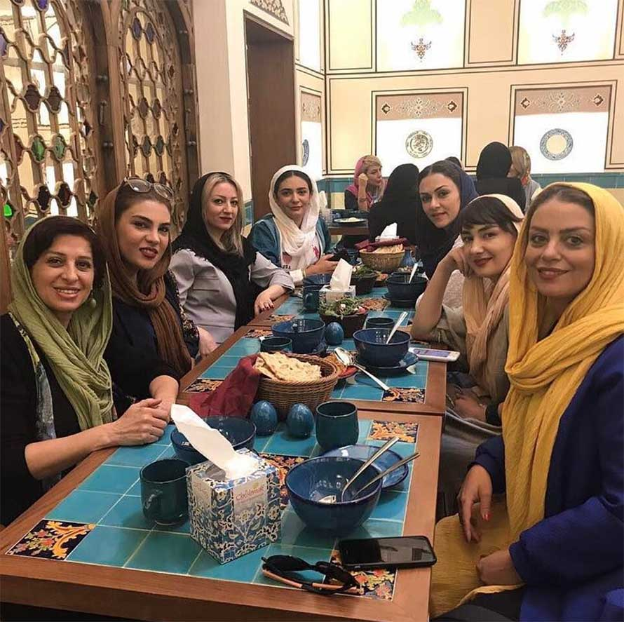 دورهمی بازیگران مشهور زن در یک رستوران خاص + عکس