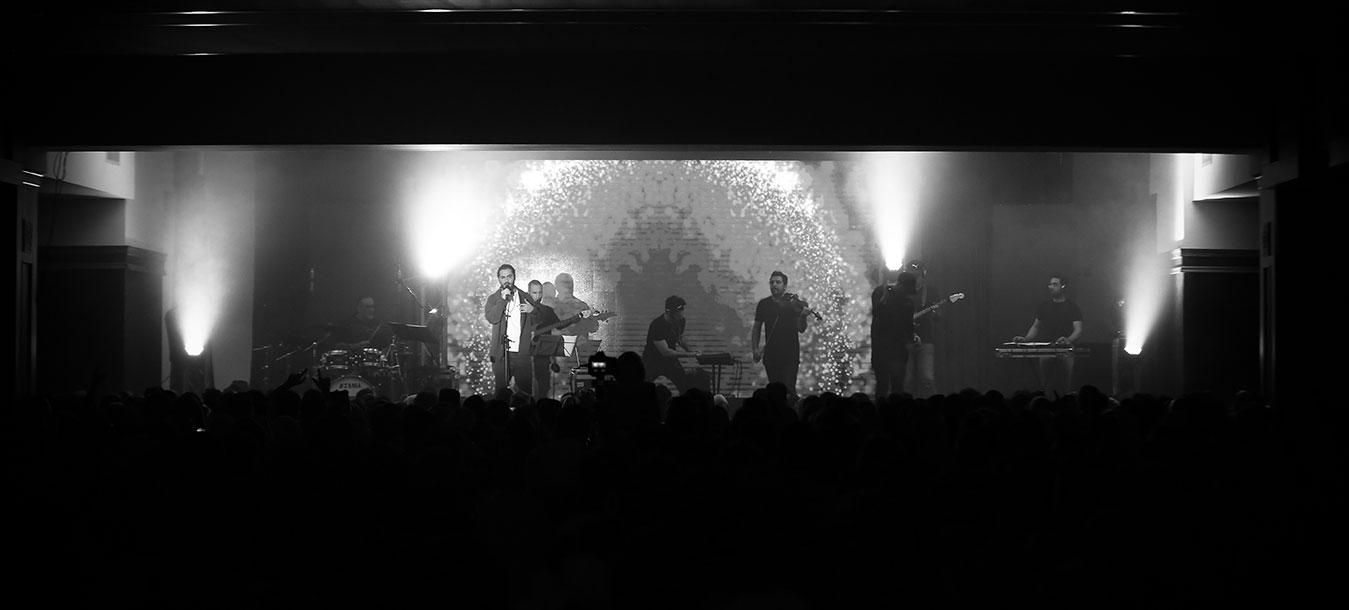 تماشا کنید: کنسرت نوروزی مسیح و آرش در محمود آباد
