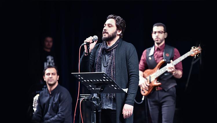 نخستین تجربه خوانندگی روزبه بمانی در کنسرت دارکوب!