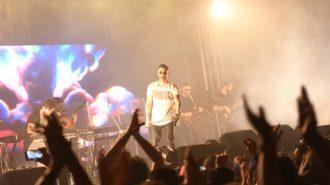 کنسرت سیروان خسروی در جشنواره نوروزی محمود آباد برگزار شد