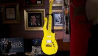 گیتار زرد پرینس ۲۲۵ هزار دلار فروش رفت