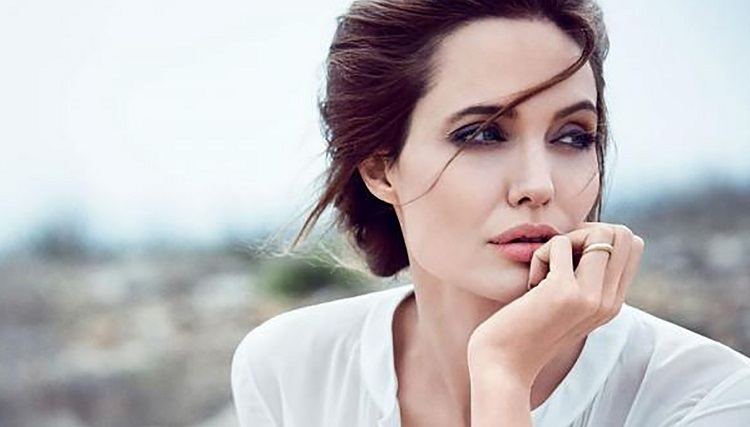بازیگر زن معروف به یک عرب پولدار دلباخته است!