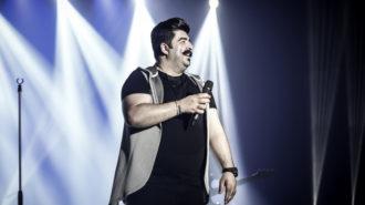 بهنام بانی طی شش سانس در شیراز روی صحنه رفت / اجرای ویژه «جینگ و جینگ ساز»!