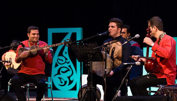 گروه ماهنی به خواننگی مجید عصری در اردبیل روی صحنه رفت