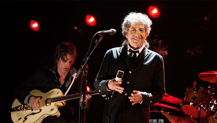 باب دیلن در ۴ ماه آتی ۳۹ بار روی صحنه خواهد رفت
