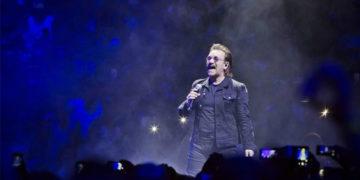 از دست رفتن کامل صدای بونو در حین اجرای زنده!