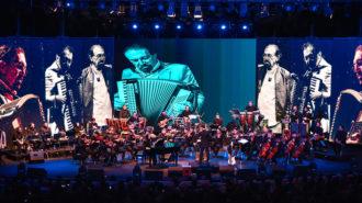 ویدیو اجرای قطعه هجرت در کنسرت نوستالژی ناصر چشم آذر