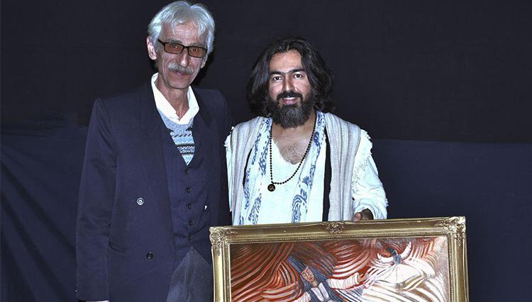 نقاش پیشکسوت گیلانی تابلوی سماع مولانا را به همای هدیه داد