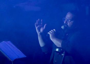 ویدیو کنسرت آهنگ مشکی رنگ عشقه از رضا صادقی