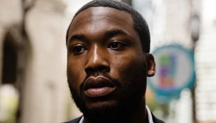 خواننده سرشناس هتلش را به دلیل رفتار نژادپرستانه ترک کرد!