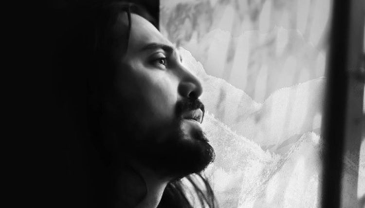 نخستین آلبوم امیرعباس گلاب در راه انتشار/ پیش فروش «قله» آغاز شد